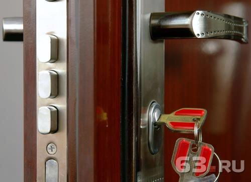 железная дверь ключом
